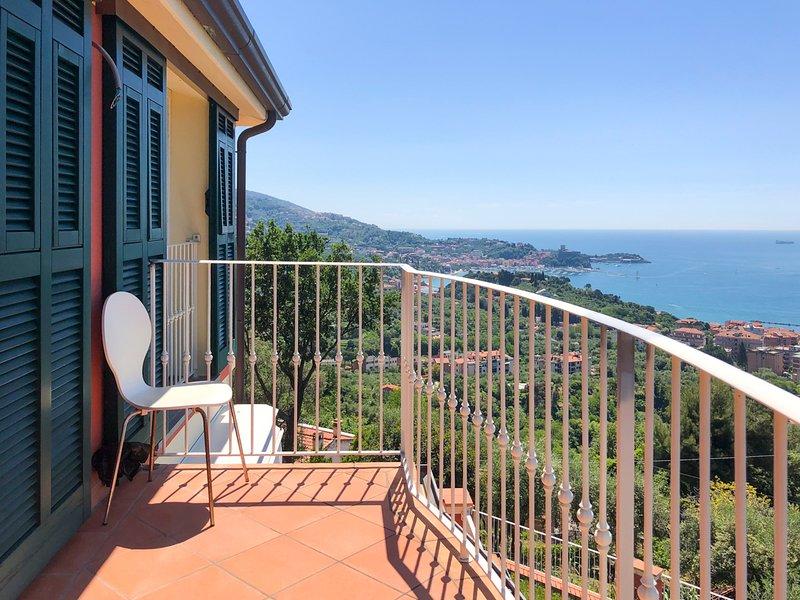 Pugliola Villa Sleeps 6 with Pool - 5803842, location de vacances à Pugliola