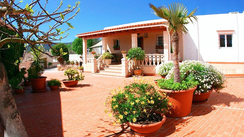 Sant Rafel de Forca Villa Sleeps 9 with Pool Air Con and WiFi - 5805544, location de vacances à San Rafael