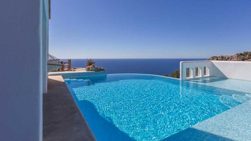 Na Xamena Villa Sleeps 10 with Pool Air Con and WiFi - 5805561, vacation rental in Portinatx