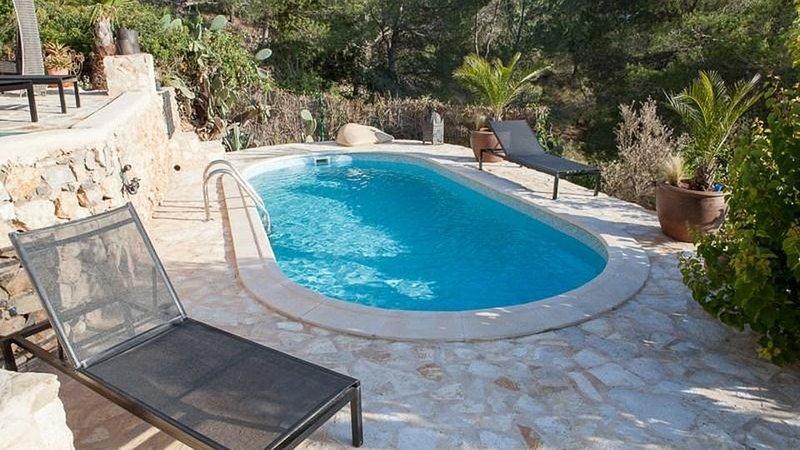 La Revista Villa Sleeps 8 with Pool Air Con and WiFi - 5805578, holiday rental in Sant Francesc De S'Estany