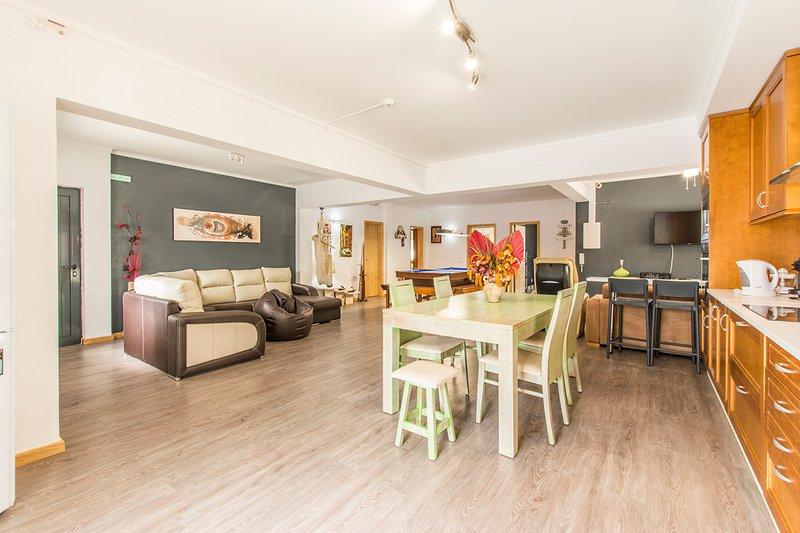 Verdizela Villa Sleeps 18 with Pool and Air Con - 5806066, casa vacanza a Amora