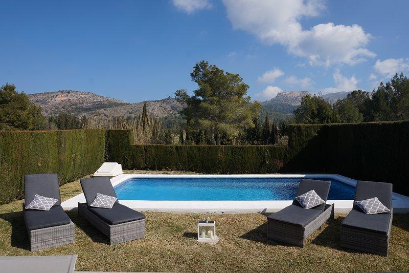 Modern Villa nestled in the heart of La Sella golf course, vacation rental in Denia