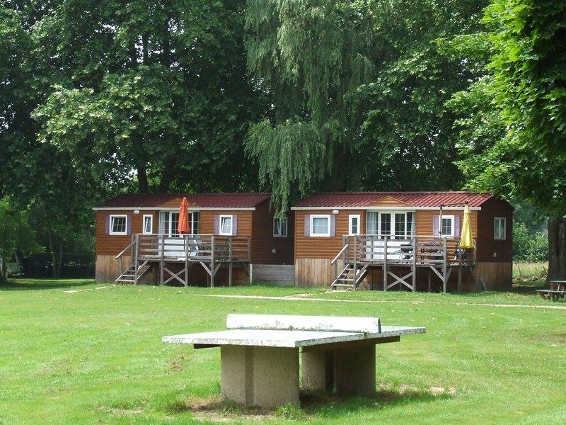 Charmant mobile home dans un camping calme et familial et un cadre verdoyant, holiday rental in La Tagniere