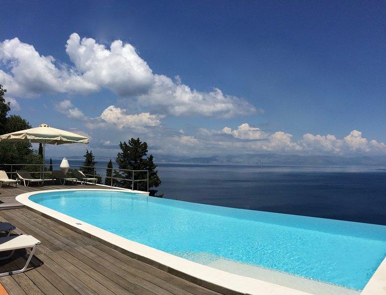 Villa Tsaki  -  Private Pool  -  Quiet Area  -  Sea View -  Near Corfu Town, location de vacances à Agios Ioannis Peristeron