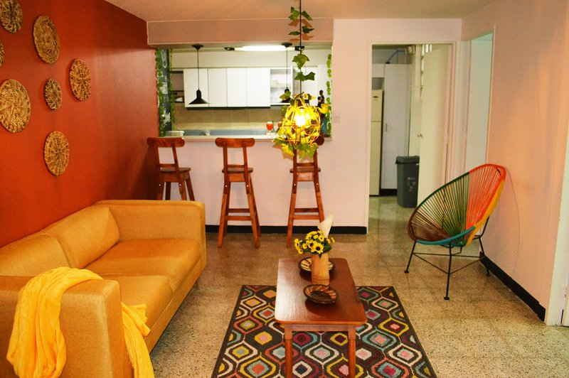 African decor apt just 3 mins away from la 70 st !, holiday rental in Medellin