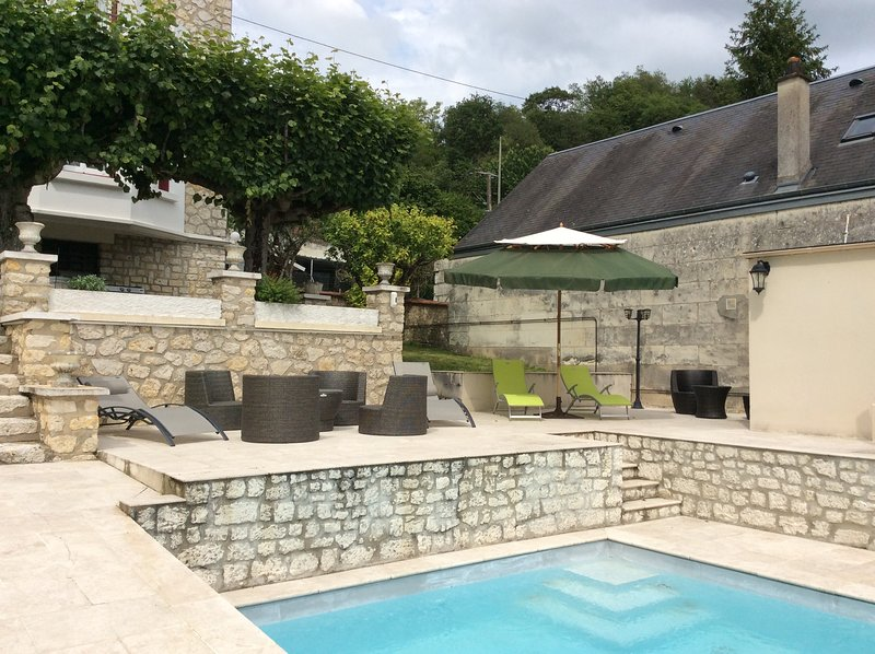 Amazing villa with swimming-pool, holiday rental in Bourre