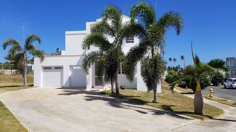 Private Family Vacation Home-4 bedroom-Gated Community, holiday rental in Arecibo