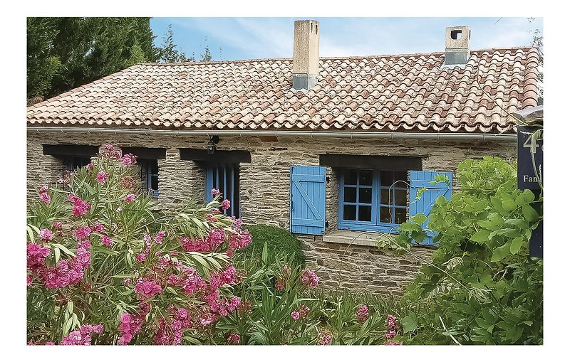 Stunning home in Lamalou les Bains with Outdoor swimming pool, Outdoor swimming, holiday rental in Camplong