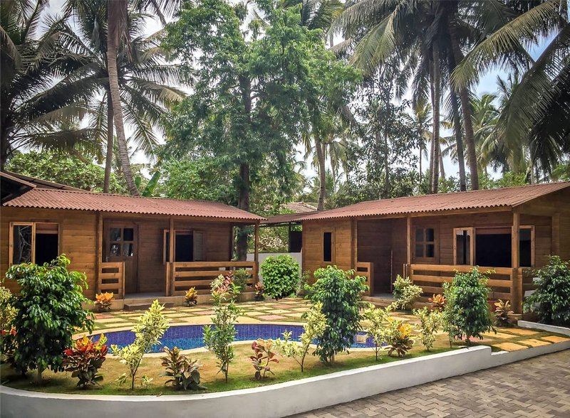 The Oasis at Betalbatim - 2 Boutique Luxury Cabins and Homestay, vacation rental in Majorda