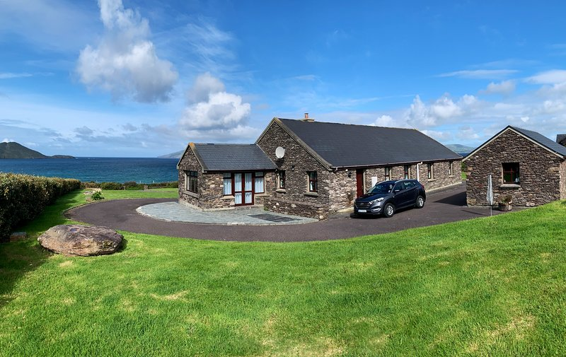 Coastal cottage in Waterville, Ferienwohnung in Ballinskelligs