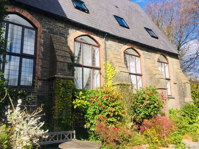 A Chapel Cottage at Peregrine Hall in Lostwithiel, holiday rental in Lanivet