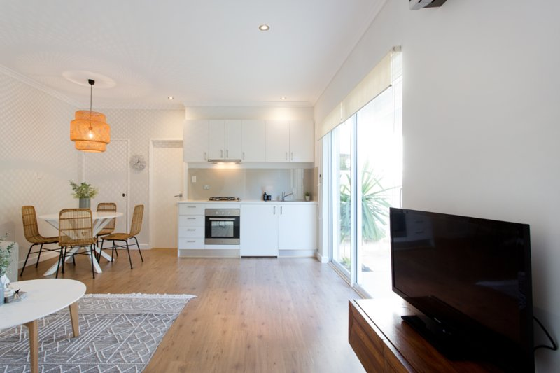 The Wharf Apartment , 2 minute walk to Marina, vacation rental in Greater Perth