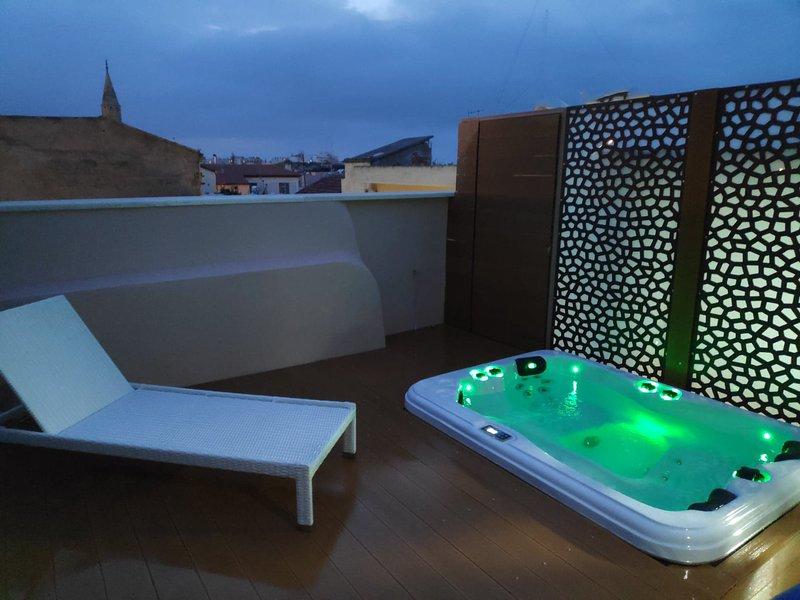 Al hanim 2: Amazing new decorated apartment with private outdoor jaccuzi, alquiler vacacional en La Canea