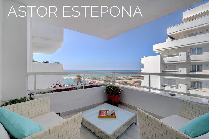 Astor Estepona: Lux 2BD, Frontline Marina/sea views, Pool, WiFi, Private Parking, Ferienwohnung in Estepona