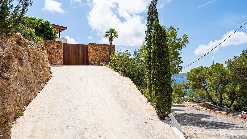 Sant Vicent de sa Cala Villa Sleeps 6 with Pool Air Con and WiFi - 5805572, holiday rental in Sant Joan de Labritja