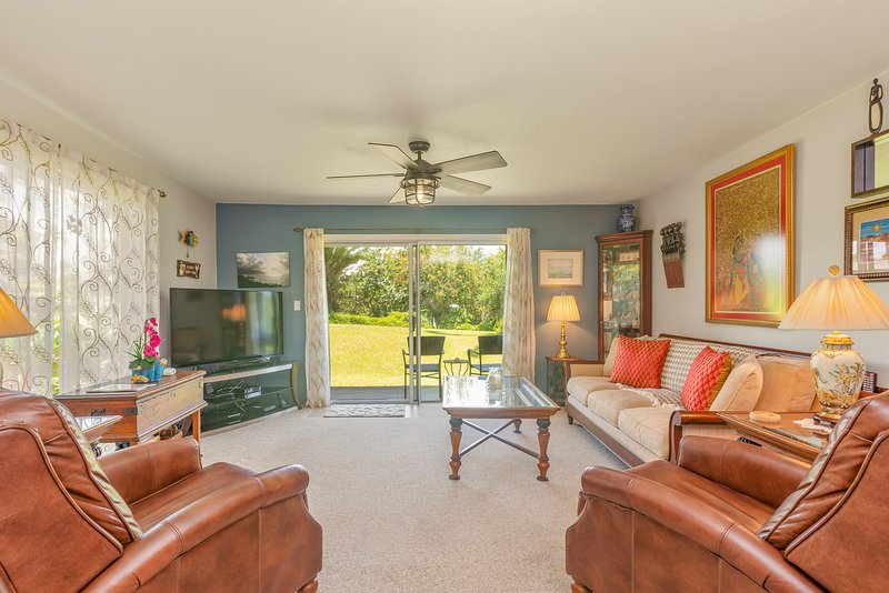 Magnificent, Luxuriously Appointed Ocean Bluff Condo, vacation rental in Princeville