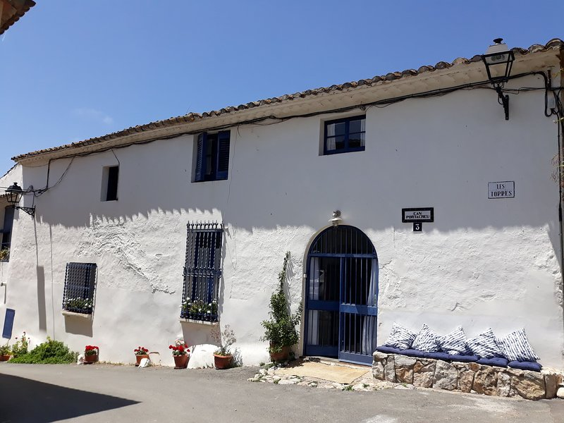 Little Vine. Charming XVII century house near Sitges, Ferienwohnung in Sitges