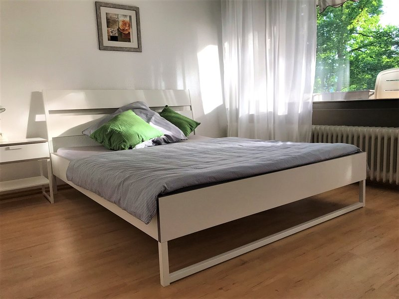Bedroom with double bed - Sleeping room with double bed