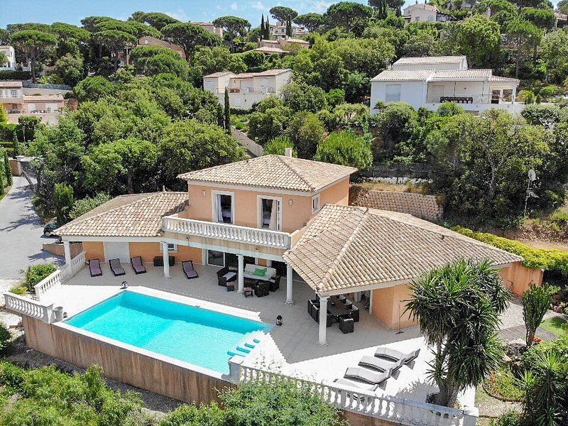 199225 5-bedroom modern villa, airconditioning, pool 10 x 5, beach & centre 1 km, Ferienwohnung in Ste-Maxime