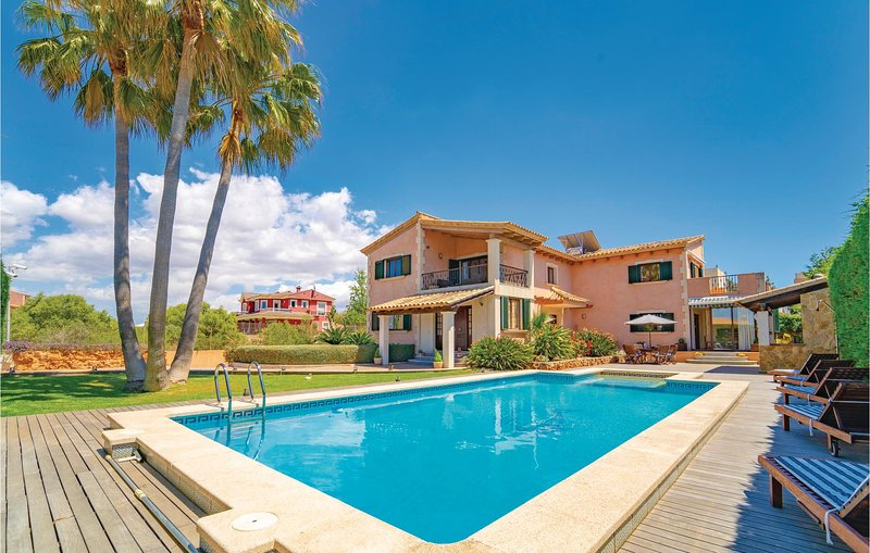 Amazing home in Sa Torre with WiFi, Outdoor swimming pool and 4 Bedrooms (EMA133, casa vacanza a Cala Blava