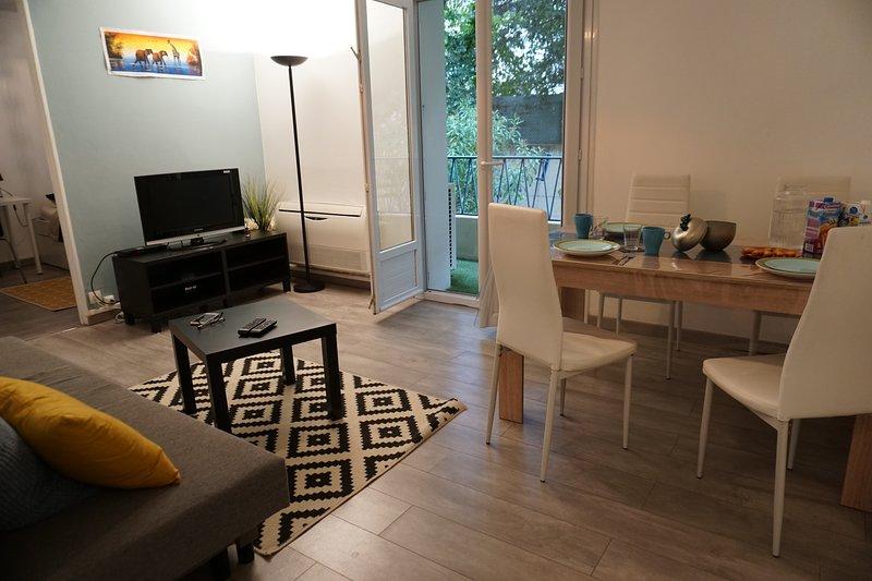 F3 Design Spacieux  calme et bien situe avec vu Jardin, holiday rental in Montferrier Sur Lez