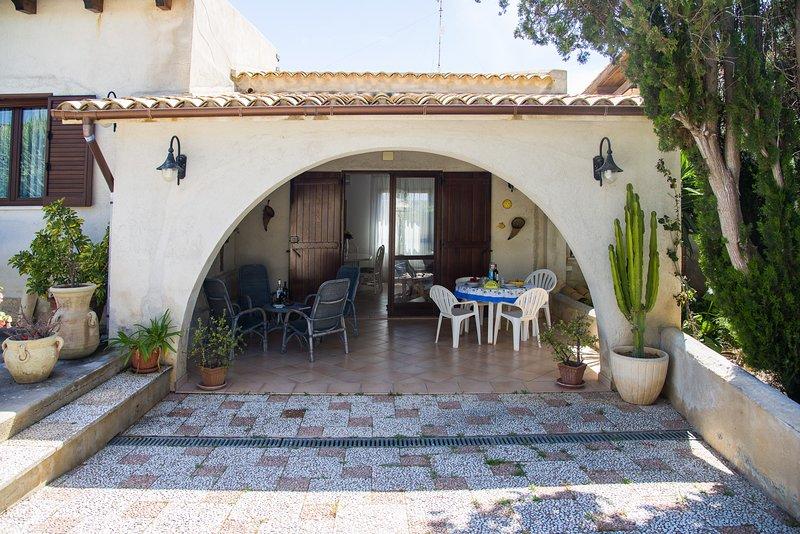 Villa Silvana un'oasi di relax sul Mar Mediterraneo, alquiler de vacaciones en Mazara del Vallo