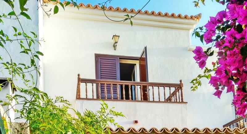 Casa La Isla 1 - privates Ferienhaus mit Pool in Teneriffas sonnigem Süden, holiday rental in Chayofa
