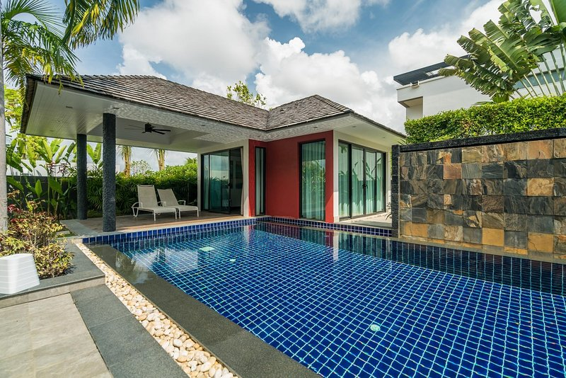 Diamond 272 - Modern 4 br private pool and garden villa, holiday rental in Phuket Town