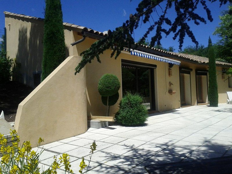 Les Flacheres - Villa Bellevue, Ferienwohnung in Roche-Saint-Secret-Beconne