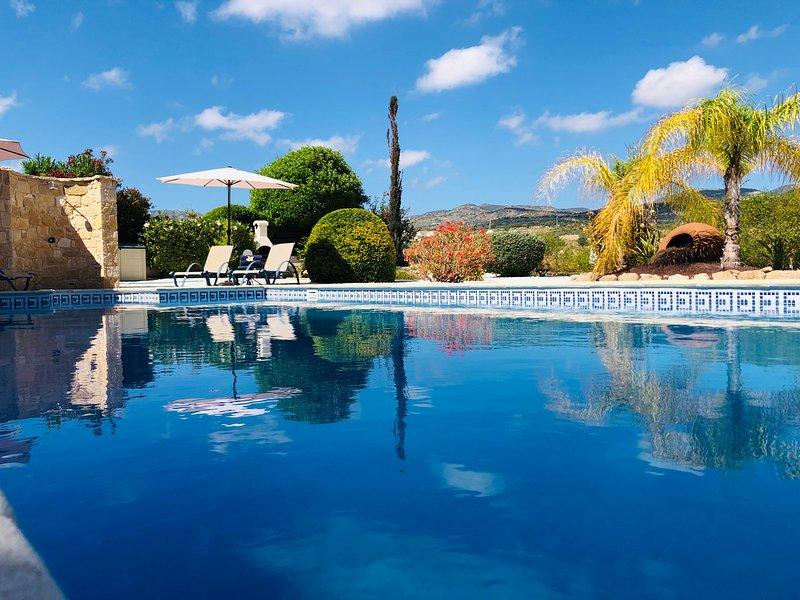 Coral Bay 'Villa Janette' Brand New! Free Wi-Fi, Private Pool, Beautiful views, aluguéis de temporada em Coral Bay