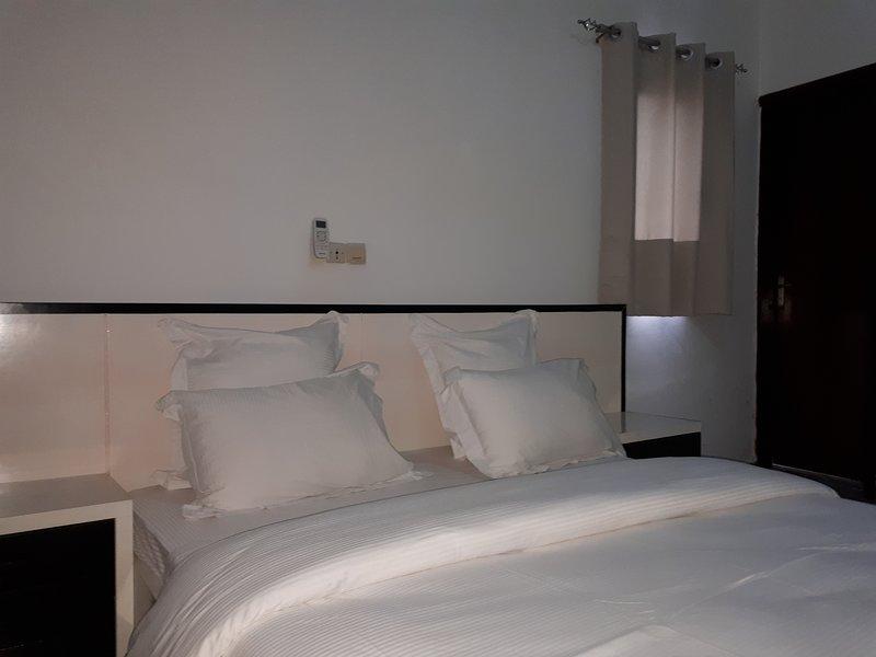 Appartement chic à la Riviera dans une zone résidentielle, holiday rental in Koumassi