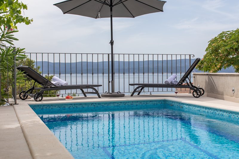 Villa Dattero, delightful house with pool, holiday rental in Mimice