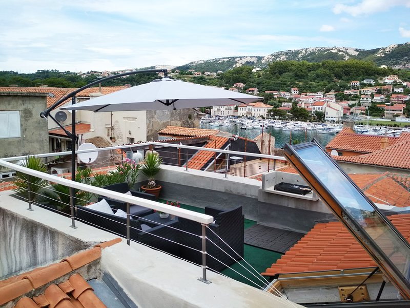 Old Town House with rooftop terrace/port & town view, casa vacanza a Rab Island
