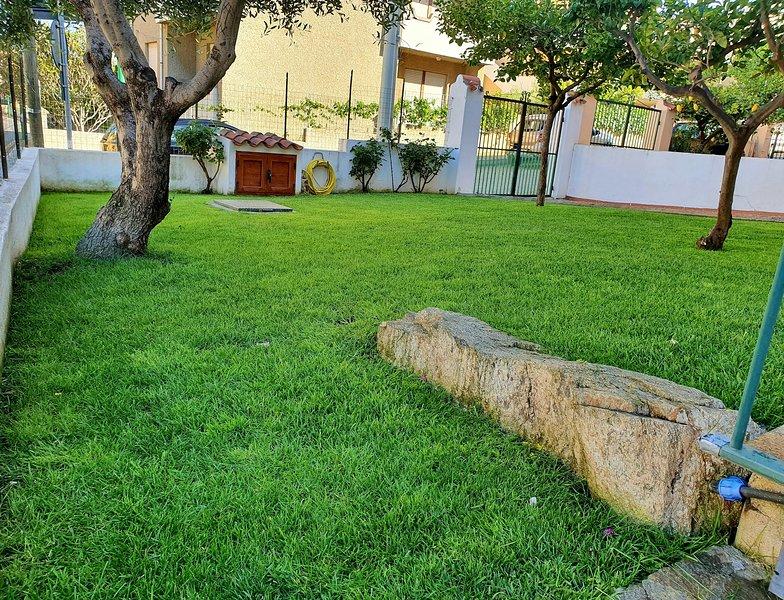 Garden - 350m sea -  great location, vacation rental in La Caletta