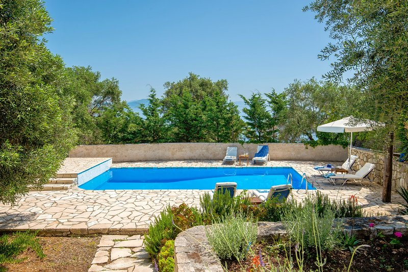 Villa Emmy, Paxos - with private pool & Wi-Fi !!!, holiday rental in Gaios