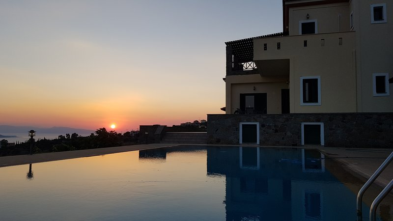 Impresionantes vistas de la puesta de sol desde la Villa Arcángel.