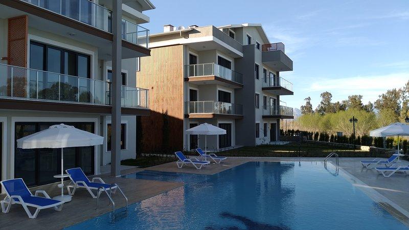 Garden floor 2-Bed Apartment In Mountain View Residence, holiday rental in Bogazkent