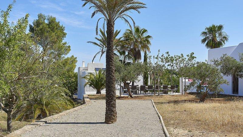 San Agustin des Vedra Villa Sleeps 10 with Pool Air Con and WiFi - 5805520, alquiler vacacional en Sant Agustí des Vedrà
