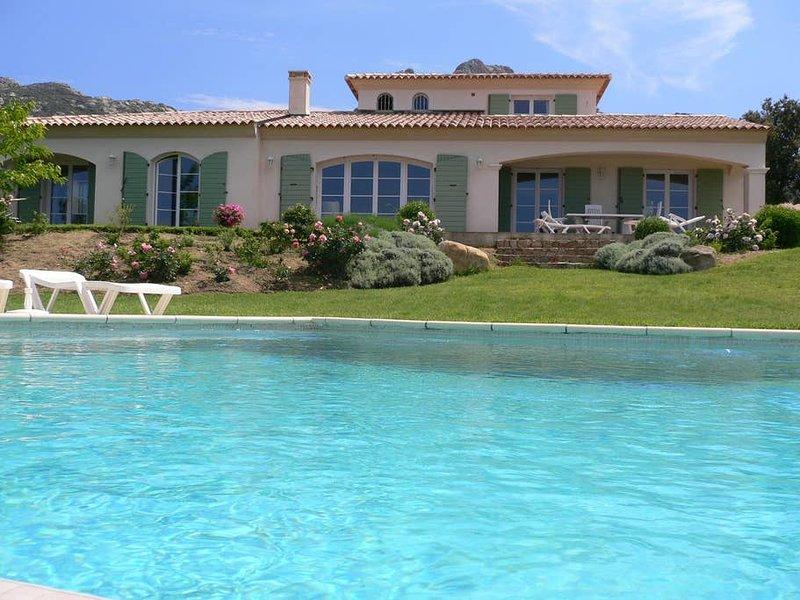 Amazing villa with swimming-pool, alquiler de vacaciones en Lumio