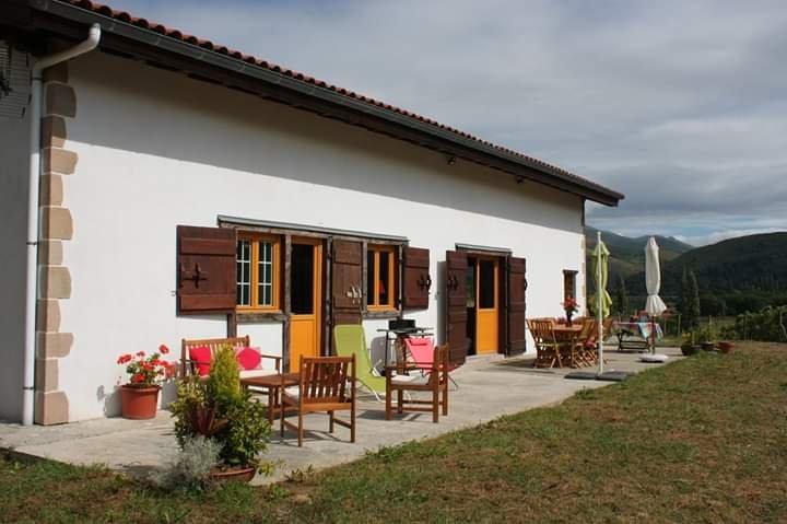 Big house with terrace & Wifi, holiday rental in Bidarray