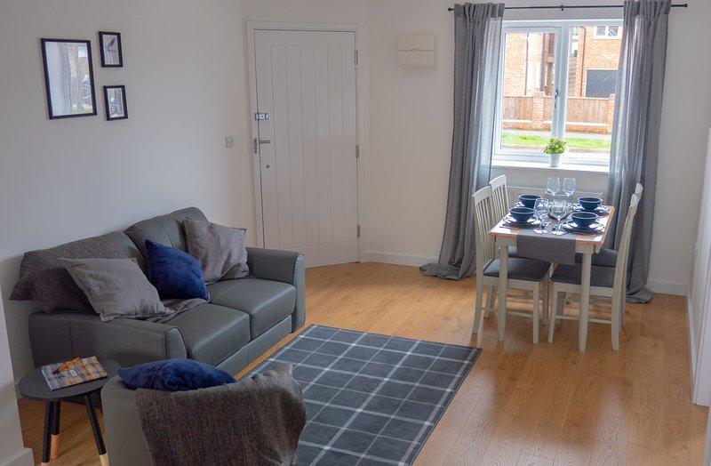 Low Cost, 4 Bed, Pet Friendly Apartment + Parking (1), location de vacances à Milton