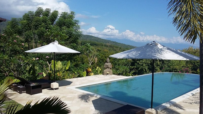 VILLA LOVINA PARADISE ! PANORAMIC VIEW ON SEA AND MOUNTAIN WITH PRIVATE POOL, vacation rental in Munduk
