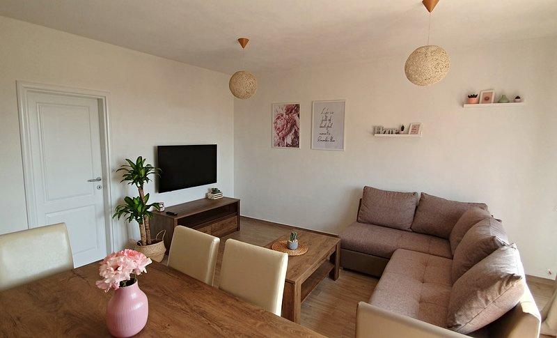 NEW 2019 Apartment Sole, holiday rental in Petrovija