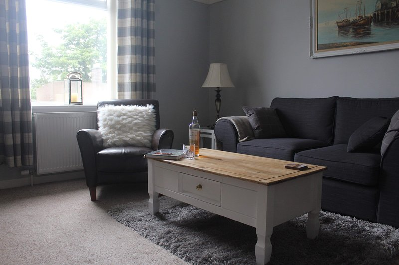 Welcomehouse is a lovely holiday home 3 mins from the beach in Lossiemouth. WIFI, alquiler de vacaciones en Lossiemouth
