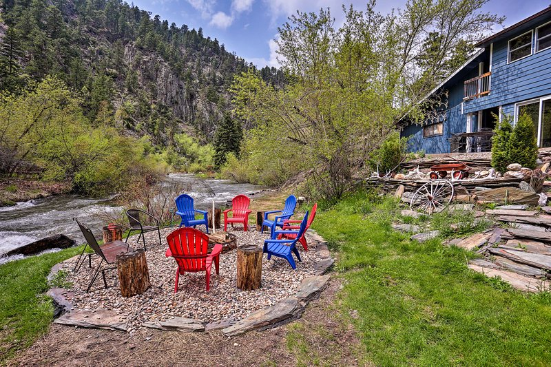 Rapid Creek Waterfront Cabin in Black Hills!, aluguéis de temporada em Silver City