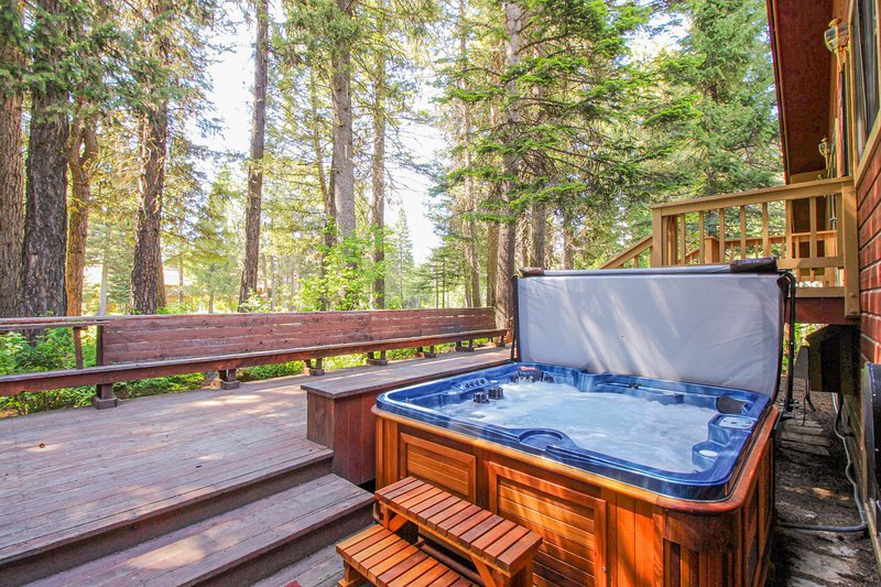 Family-friendly cabin w/ private hot tub, updated kitchen & entertainment!, vacation rental in Tamarack