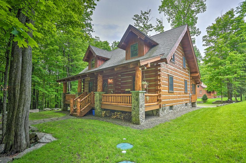Lake Wallenpaupack Cabin w/ Shared Pool!, location de vacances à Hamlin