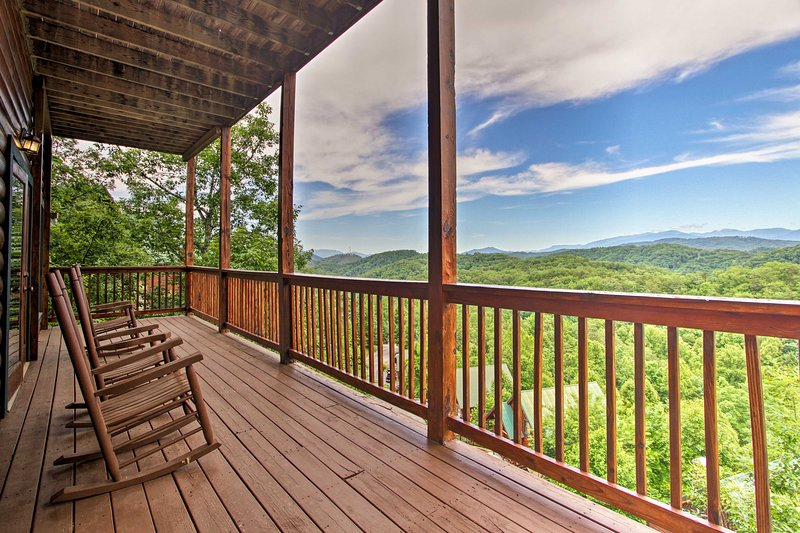 Pigeon Forge Vacation Rental   6BR   5BA   2 Stories   Stairs Required