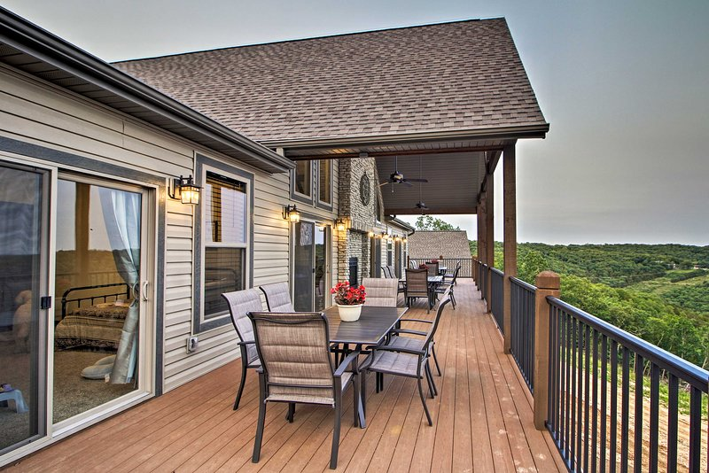 Grand Branson Cabin w/ Table Rock Lake View, vacation rental in Indian Point