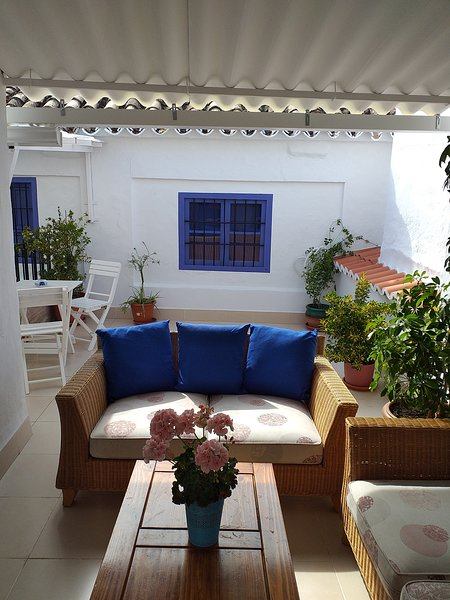 Beautiful large townhouse in the heart of Andalucia, a home from home with pool., holiday rental in Puente Genil